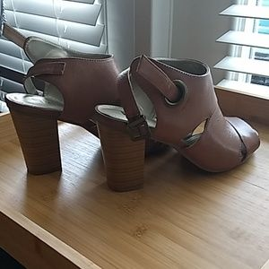 White Mountain faux leather heels 8M brown tan